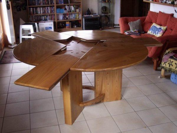"""Table de salle à manger à rallonges en """"Pétales"""""""