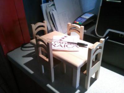Table et chaises miniatures