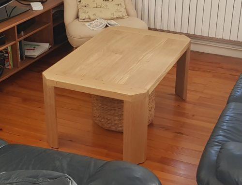 Table basse en chêne avec alèses chevillées